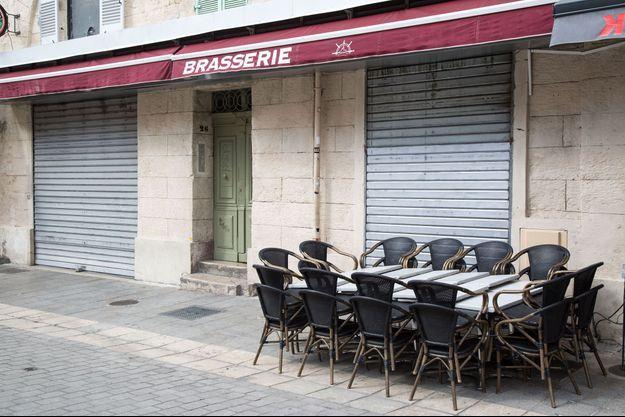 Une brasserie fermée à Marseille.
