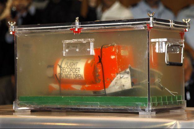 L'une des boîtes noires de l'avion Air France qui s'est crashé lors du vol Rio-Paris.