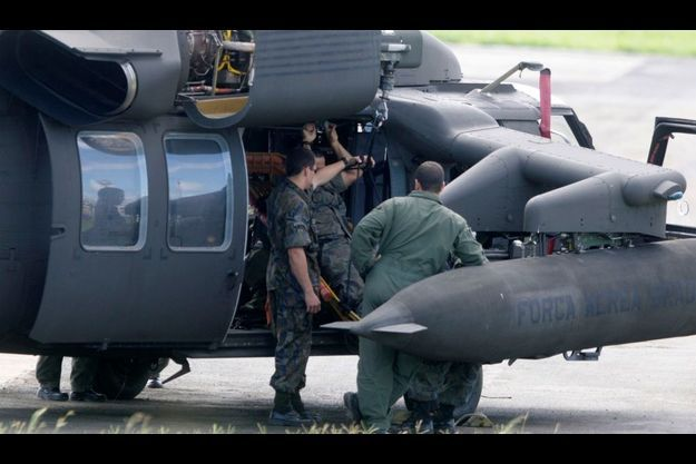 L'armée brésilienne a retrouvé les premiers cadavres des passagers de l'avion.