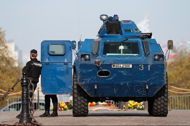 Un véhicule de la gendarmerie à Paris, le 6 avril (photo d'illustration).