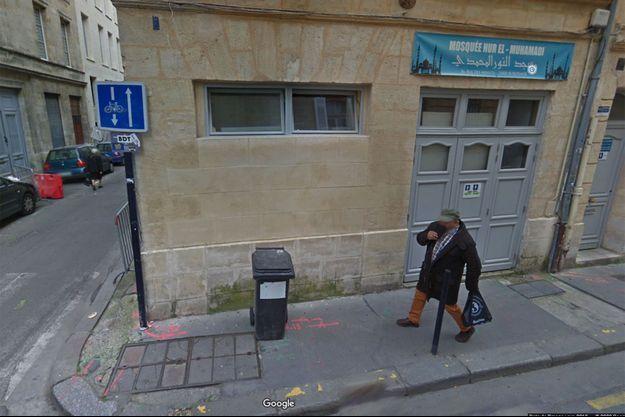 Devant la mosquée de Bordeaux qui a fait l'objet de dégradations (photo d'illustration).