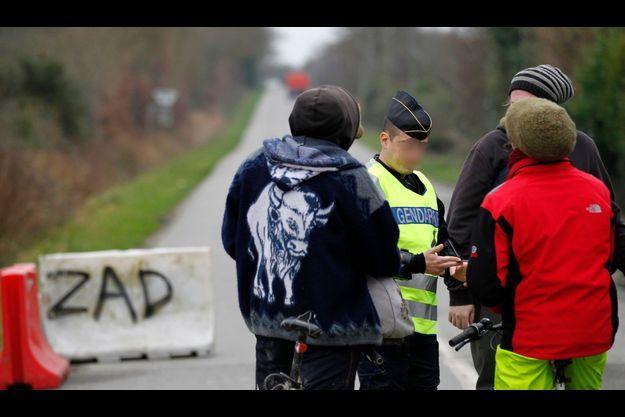 Aujourd'hui encore les gendarmes vérifiaient les entrées à Notre-Dame-des-Landes.