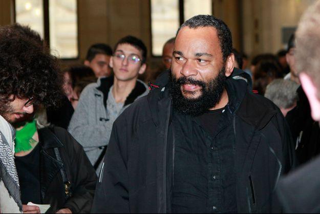 Arrivée de Dieudonné à la 17eme chambre de correctionnelle de Paris pour sa comparution pour la diffusion de la chanson «Shoah nanas», en octobre 2012.