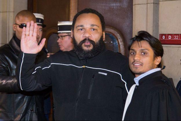 Dieudonné à la sortie du palais de justice de Paris en février 2015.