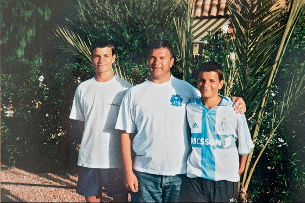 L'été 2002, en Espagne. David, 13 ans (à droite), et Cyril, 15 ans, se sont convertis, mais rien n'alerte leur entourage.