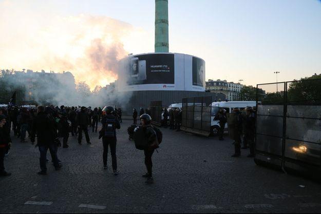 La place de la Bastille, dimanche soir 23 avril.