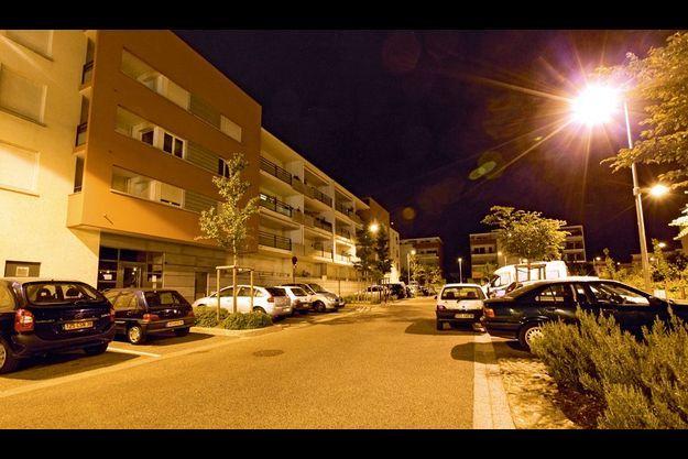 Les deux dernières victimes de la bande, Gilles et Eve, habitent au premier étage de cet immeuble.