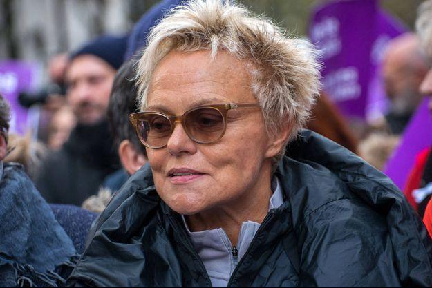 Muriel Robin lors d'une marche contre les violences conjugales, à Paris, en novembre 2019.