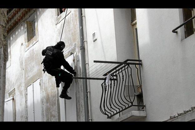 Un homme du GIPN lors de l'assaut donné lundi à Castelnaudary.