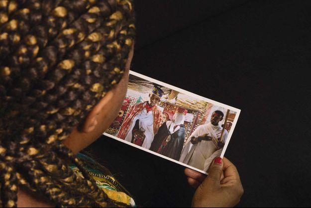 Retour sur un passé maudit avec la photo de mariage d'une Africaine qui veut garder l'anonymat.