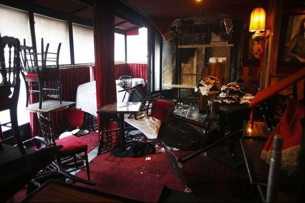 A l'intérieur de La Rotonde incendiée.