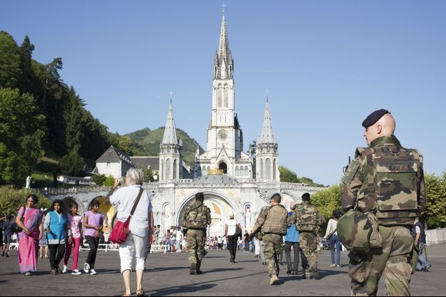 Plus de 500 membres des forces de l'ordre ont été déployées à Lourdes pour assurer la sécurité des fidèles venus assister à la messe du 15 août.
