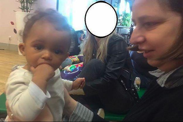 La petite Vanille à gauche de la photo.