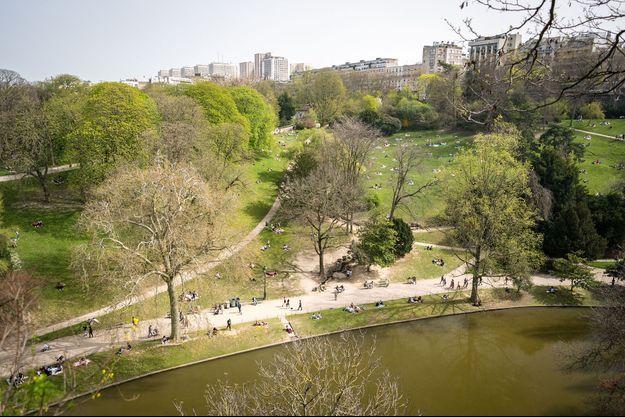 Le parc des Buttes-Chaumont, à Paris. Image d'illustration.
