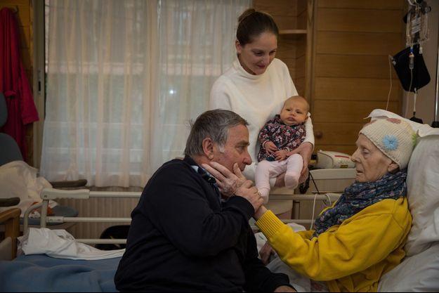 Autour d'Irène, 87 ans, atteinte d'un cancer en phase terminale, son mari Rino, sa fille Clelia et sa petite fille Selene de quelques mois. A Jeanne Garnier, les familles peuvent être présentes de 7h à 21h30.