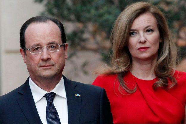 Le 7 mai 2013, sur le perron de l'Elysée, où François Hollande s'apprête à recevoir le président de la République de Pologne, Bronislaw Komorowski.
