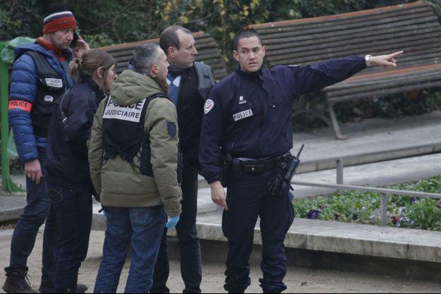 La fusillade à Charlie Hebdo a fait au moins 12 morts.