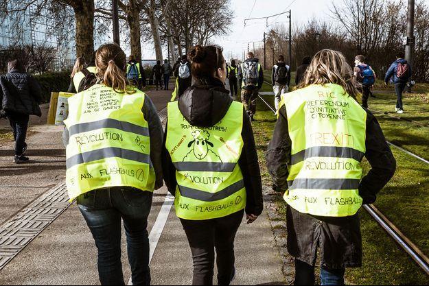 """Des """"gilets jaunes"""" à Strasbourg, le 23 février."""