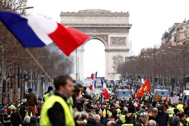 Les gilets jaunes samedi à Paris.