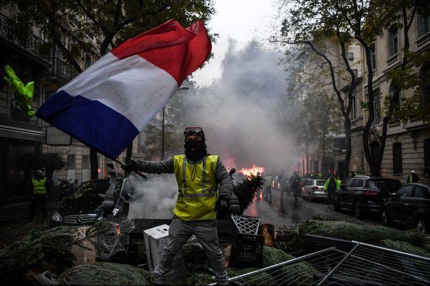 Un manifestant gilet jaune à Paris.