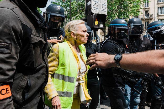 Une gilet jaune à Paris, le 11 mai 2019.