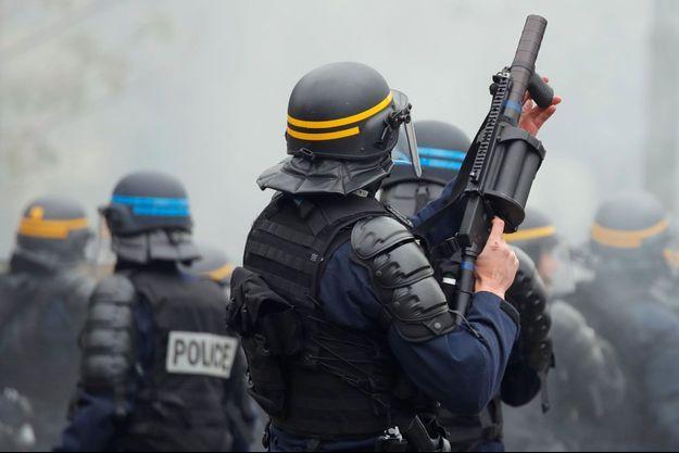 Des policiers lors d'une manifestation des gilets jaunes. Image d'illustration.