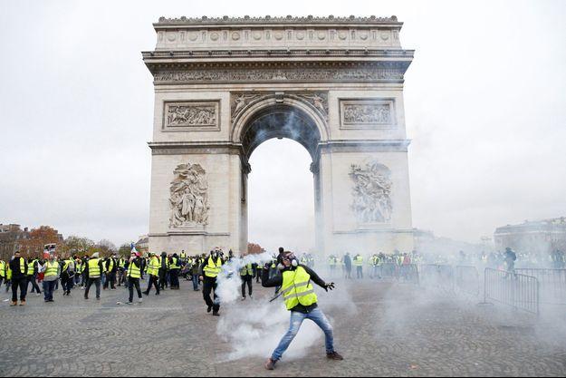 Les premiers incidents ont éclaté samedi matin sur les Champs-Elysées.