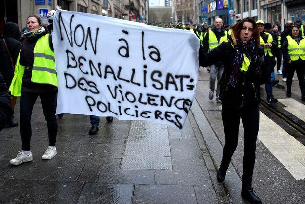 """Les """"gilets jaunes"""" se sont mobilisés contre les violences policières."""