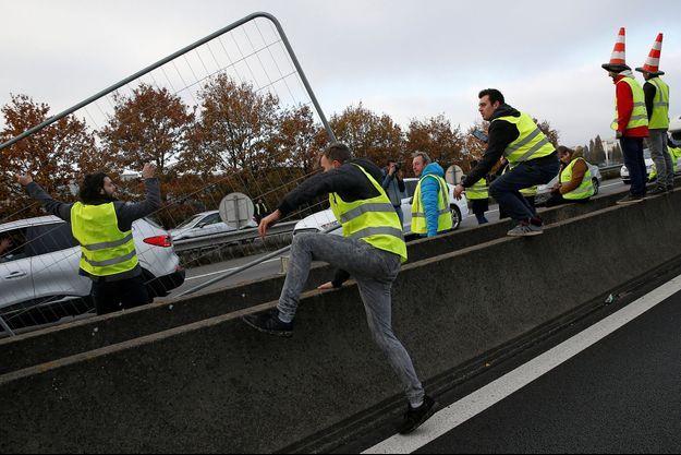 Un blocage organisé par des gilets jaunes à Nantes samedi.