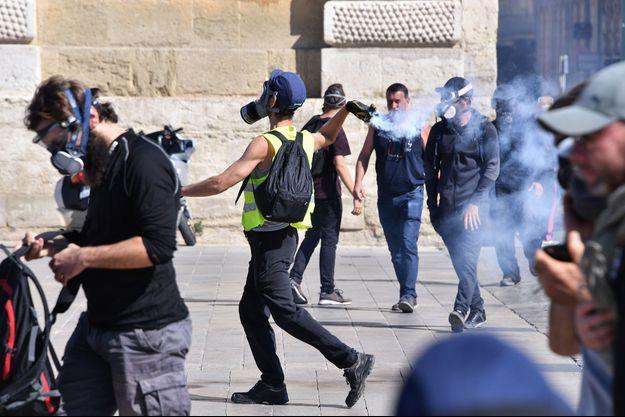 """Un manifestant samedi 7 septembre durant un rassemblement de """"gilets jaunes"""" à Montpellier."""