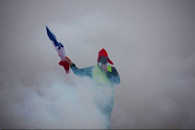 Un gilet jaune le 1er décembre à Paris.