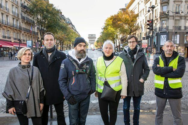 De g. à dr. : les gilets jaunes Julie Castin, Fabrice Grimal, Jérôme Rodrigues, Nathalie Chibrac, François Boulo et Faouzi Lellouche, place des Ternes, à Paris, le 9 novembre.