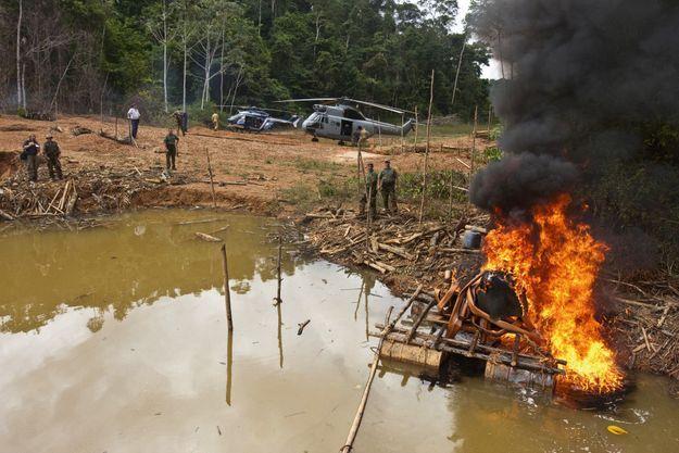 C'était la jungle, c'est aujourd'hui un champ de bataille portant la flétrissure de l'orpaillage illégal.