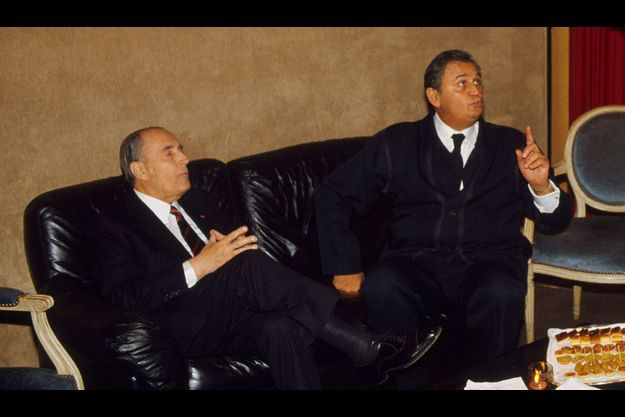Le 2 novembre 1988. François Mitterrand et Roger Hanin au mariage d'Isabelle, la fille de l'acteur, qui s'occupe aujourd'hui des ses affaires.