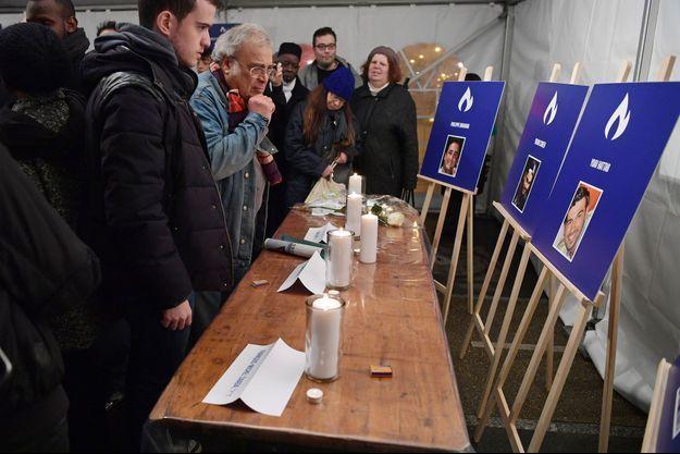 Hommage aux victimes de l'Hyper Cacher, à Paris, lundi soir.