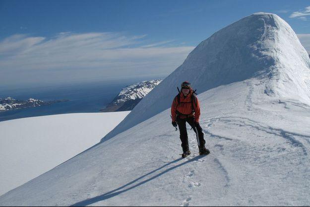 Emmanuel Cauchy était surnommé le «Docteur Vertical» pour sa passion pour l'alpinisme et sa connaissance de la médecine de montagne. Ici au Mont Ross dans l'Archipel des Kerguelen.