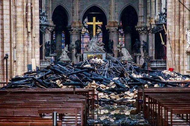 Les ravages à l'intérieur de la cathédrale.