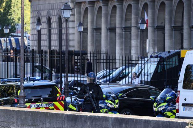 Image d'illustration Le convoi transportant Salah Abdeslam , escorté par des gendarmes.