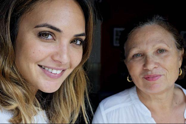 Valérie Bègue, première Réunionnaise élue miss France en 2008, avec sa mère Marie-Jeanne.