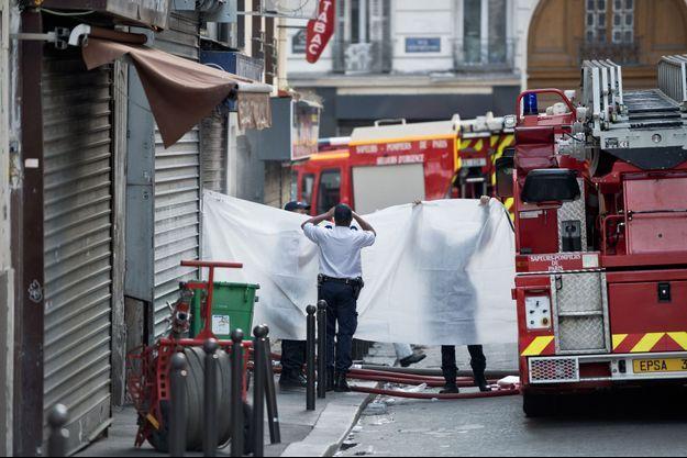 Pompiers et investigations rue Myrha, le 2 septembre 2015.