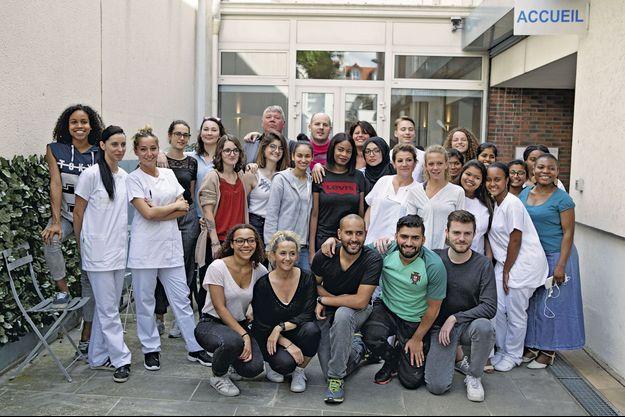 A l'institut de formation en soins infirmiers, les élèves sont majoritairement des femmes ; certaines, plus âgées, ont opté pour une reconversion professionnelle.