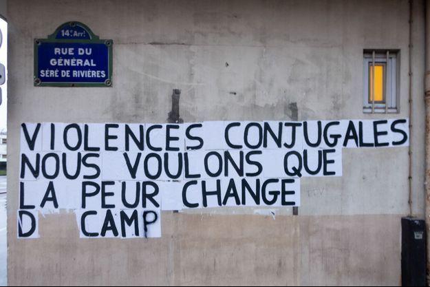 Un collage dénonçant les féminicides en janvier 2020 à Paris.
