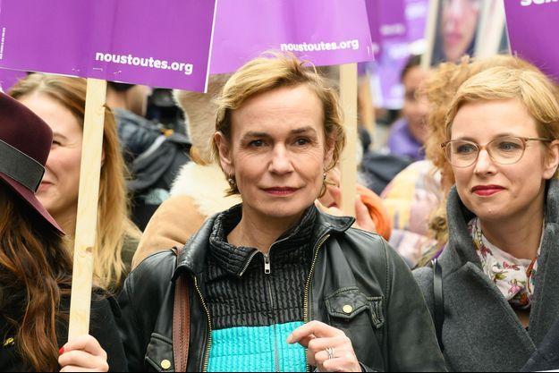 Sandrine Bonnaire à la marche contre les violences faites aux femmes samedi, à Paris.