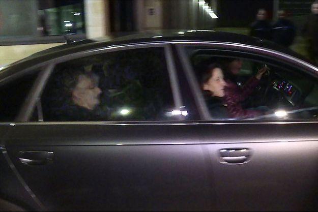 Jacqueline Sauvage (à l'arrière) le soir de sa libération.