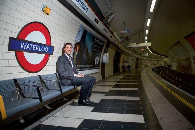 Waterloo, morne station, vendredi 11 h 30. L'héritier de l'empereur mesure 1,98 mètre, 30 centimètres de plus que son aïeul.