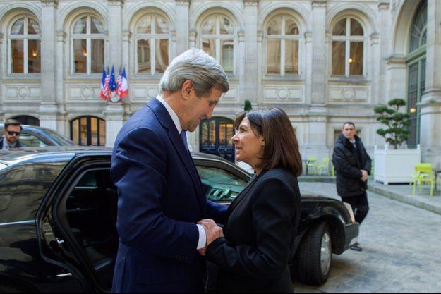 John Kerry a été reçu par Anne Hidalgo ce vendredi.
