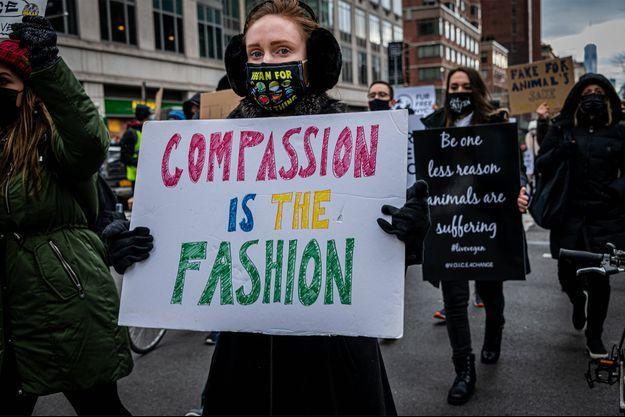 Une manifestation contre l'utilisation de fourrure animale dans la mode, à New York, en janvier 2021.
