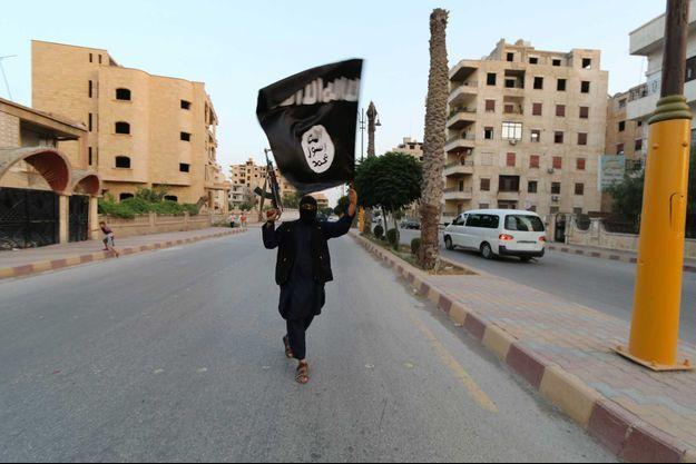 Un membre de l'Etat islamique à Raqqa en juin 2014 (photo d'illustration).
