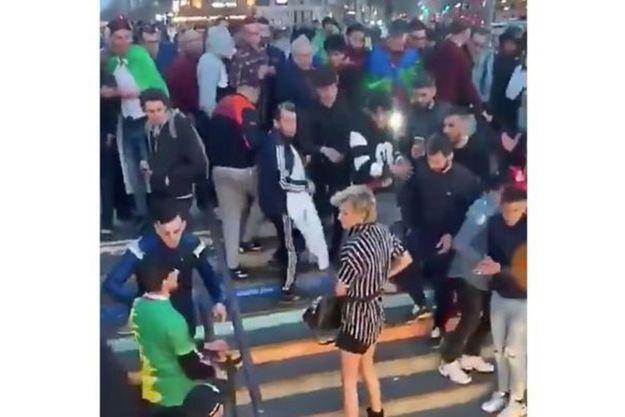 Capture d'écran d'une vidéo montrant l'agression de Julie, place de la République.