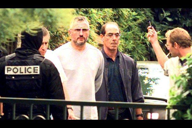 En septembre 1998, Charles Pieri et six autres nationalistes corses avaient été interpellés lors d'une opération conjointe du RAID et de la Brigade anti-terroriste. Des armes et des explosifs avaient été retrouvés au domicile du «Vieux».